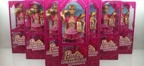 First thing I saw when I arrived at Barbie The Dreamhouse Experience were the souvenir Barbies.