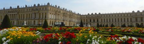 The palace at Versailles attracts thousands of people to its many rooms every day. I wonder why more don't stop to wander the acres and acres of gardens, parterres and outdoor rooms.